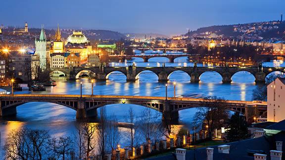 Ο ποταμός Μολδάβας διασχίζει την Πράγα