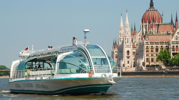 Βόλτα με πλοιάριο στον Δούναβη